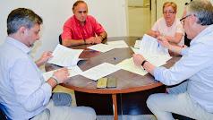 Firma del contrato de alquiler de la vivienda.