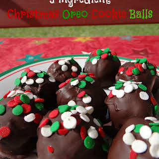 3 ingredient Christmas Oreo Cookie Balls {An Easy #OreoCookieBalls Recipe}.