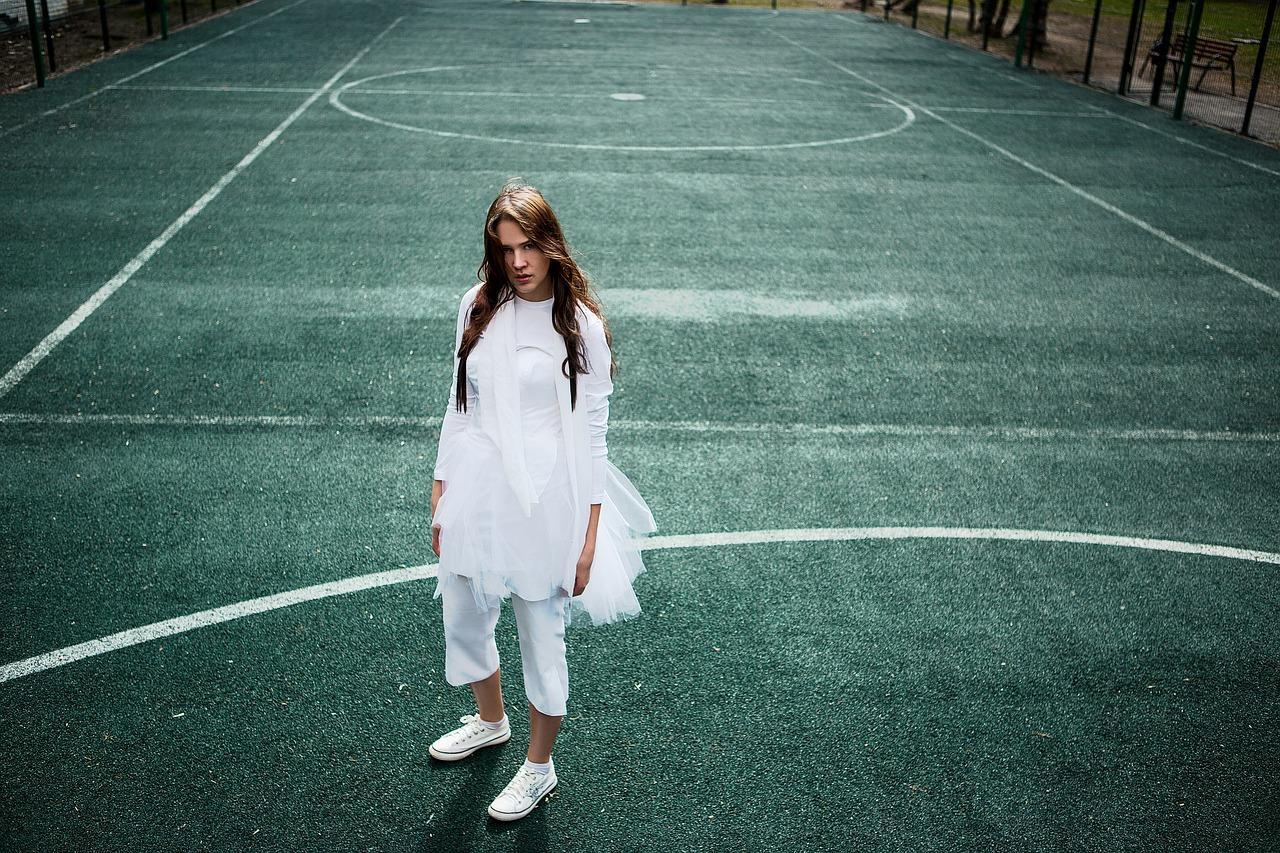 tennis-court-2385378_1280.jpg