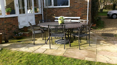 Photo: http://www.outsideedgegardenfurniture.co.uk/Cast-Aluminium-and-Metal-Garden-Furniture/Tables-for-6/6-Seater-Oval-Metal-Patio-Set.html