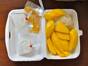 Photo: sticky rice and mangoes for dessert