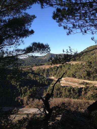 Les falaises au dessus de l'Ouvèze, près de la chambre d'hôtes l'Esclériade