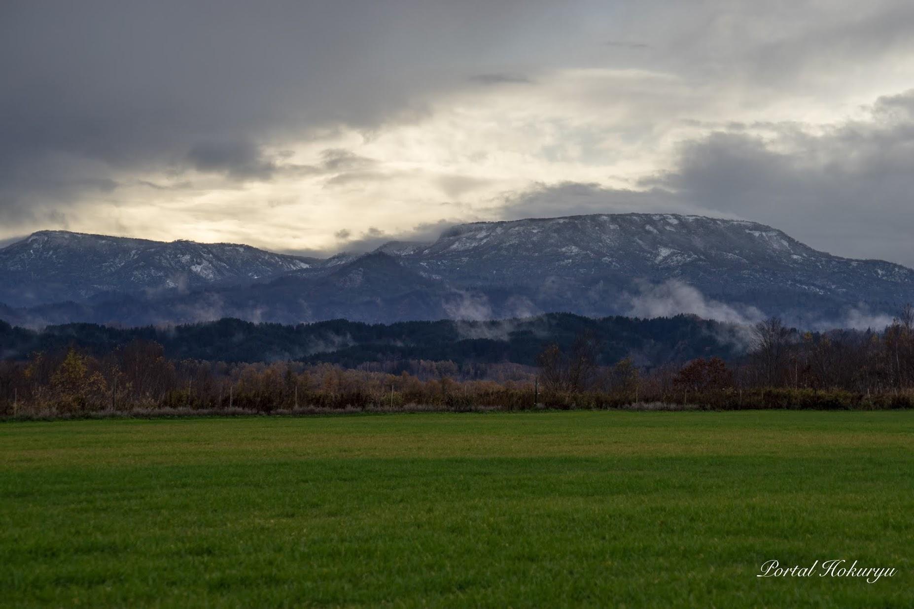 恵岱岳の冠雪