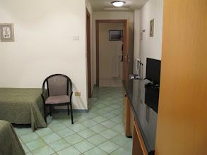 Photo: It.s4HR14-141006Sant'Agata, hôtel O'Sole Mio, chambre, entrée  IMG_5447