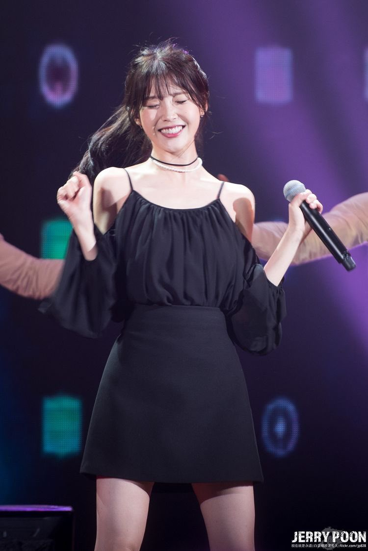 iu black dress 30