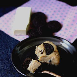 Oreo and White Chocolate Fudge No Bake Cake.