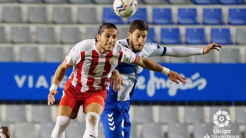 Pedro Mendes en una jugada ante el Sabadell.