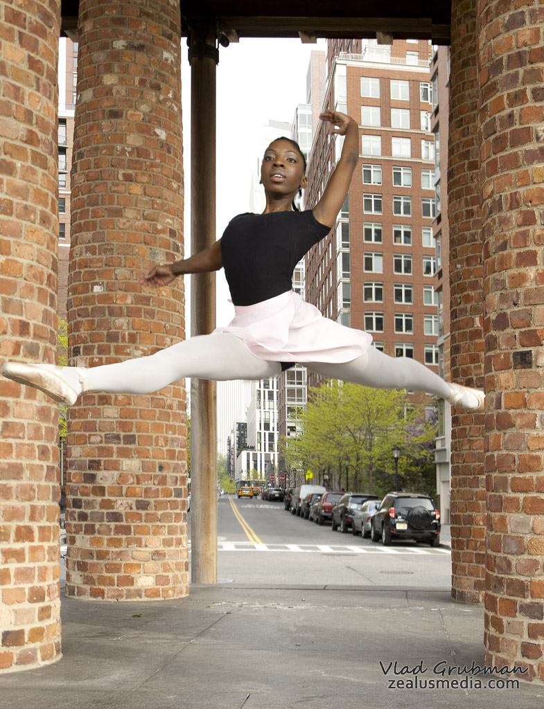 Ballerina in NYC - photography by Vlad Grubman / ZealusMedia.com
