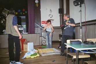 Photo: Lasse asensi valaistuksen ja Harri auttoi osallistujia perehtymään tilanteeseen. Nadja suunnitteli koristelun, laittoi salin juhlakuntoon ja toimi illan emäntänä.
