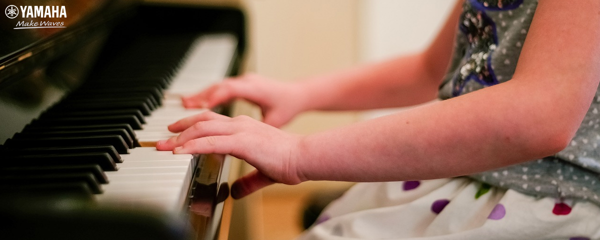 cho bé học đàn piano
