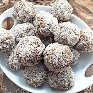 RAW PROTEIN POWER BALLS.