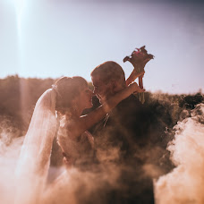 Wedding photographer Yuliya Ryzhaya (UliZar). Photo of 03.10.2017