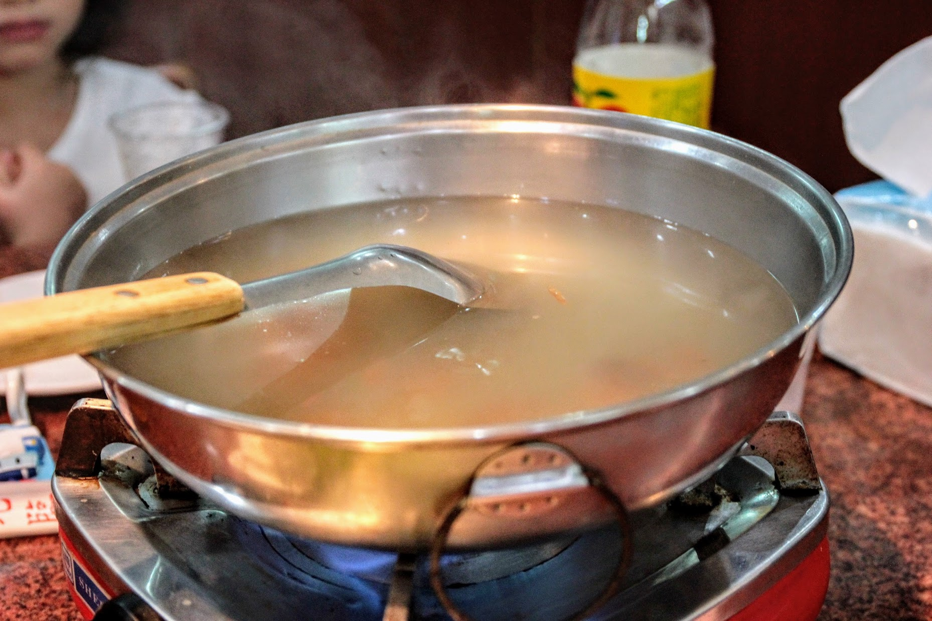 豬肉火鍋的湯底,喝起來頗輕甜的喔