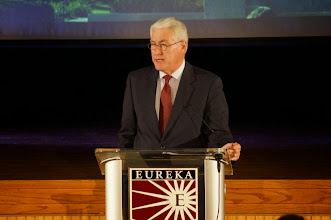 Photo: Governor Jim Edgar, Fall of the Wall ceremony, Eureka College