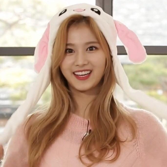 twice-sana-bunny-hat