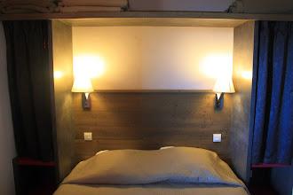 Photo: Coup d'œil sur l'une des chambres à coucher de la résidence du Deneb, à Risoul, dans les Alpes du Sud.