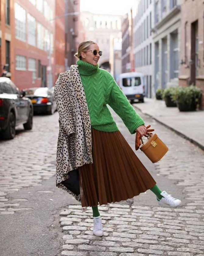 Sweater and a skirt: the most fashionable winter combinations 26
