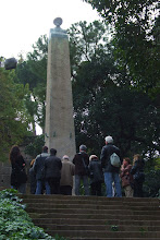 Photo: Amics del CAOC davant el monument a Mistral