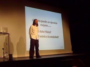 Photo: Kike López en una lección postural