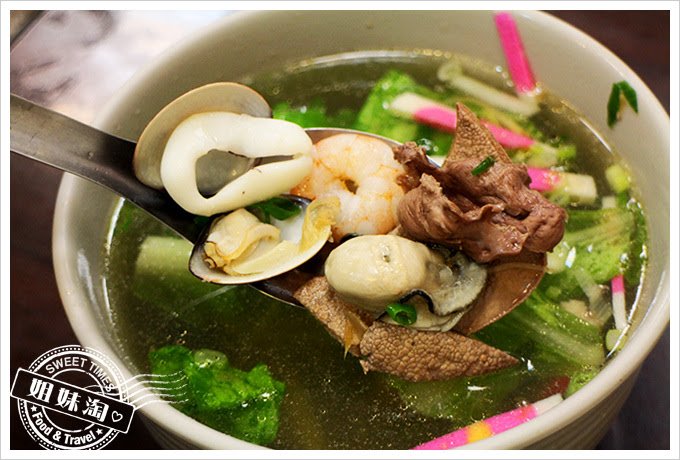 鵬記鮭魚炒飯海鮮什錦湯