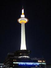 Photo: Kioton torni iltavalaistuksessa