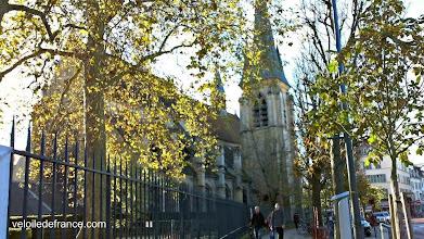 Photo: Et ainsi s'achève la balade, lorsqu'on sort du Parc de Sceaux, avec un dernier coup d'oeil sur la charmante église de Sceaux -Guide de balade à vélo de Meudon à Sceaux par veloiledefrance.com