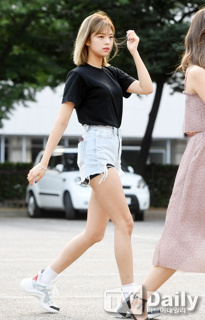 jeongyeon legs 11