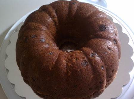 Applesauce Raisin & Nut Spice Cake Recipe