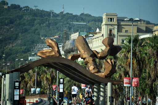 olympic-sculpture.jpg - Lobster sculpture near the port: the sculpture Gambrinus, happiest lobster in Barcelona.