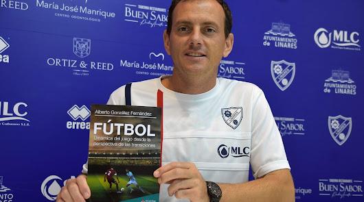 Alberto González, ex entrenador del CD El Ejido, presenta su libro