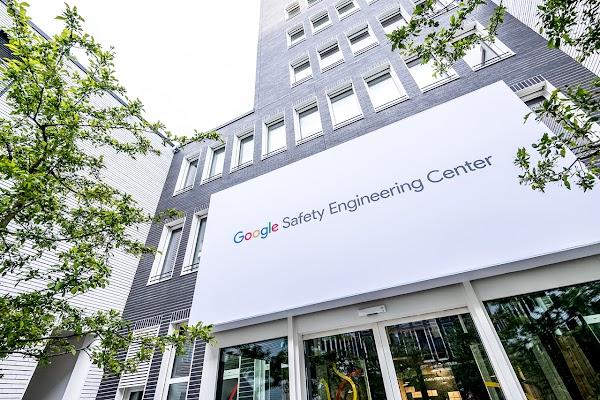 Im Google Safety Engineering Center in München führen wir unsere weltweite Arbeit für Sicherheit und Datenschutz zusammen.