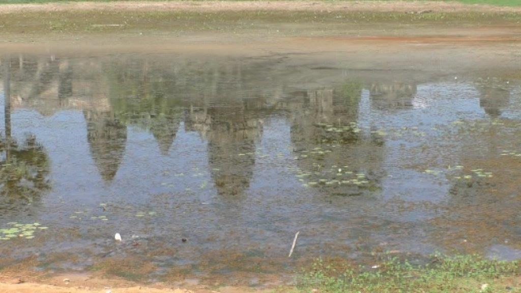 Angkor Wat im Wasser gespiegelt