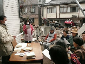 Photo: 同じころ、被災地では見つけ出した聖書と讃美歌で、主日礼拝を守られたようです。(日本基督教団新生釜石教会関連ブログ)