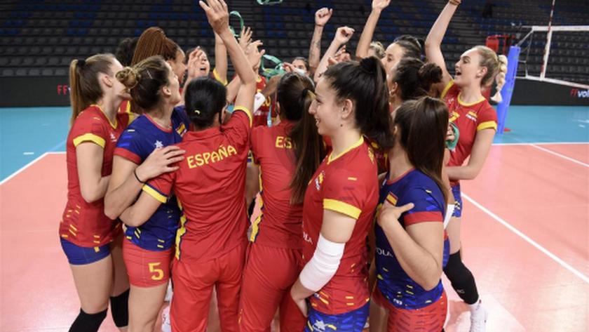 Las jugadoras españolas celebrando su última medalla.