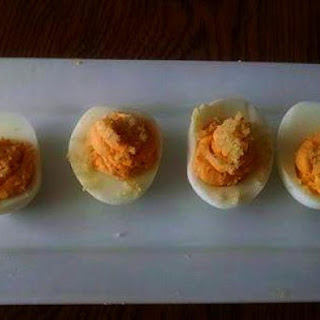 Sriracha Deviled Eggs With Garlic Crumb Topping