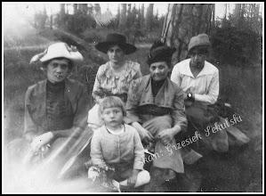 Photo: Grupowa fotografia z okresu I WŚ. Link do wcześniejszej części galerii: https://picasaweb.google.com/Sanrideau/RudnikCd2#