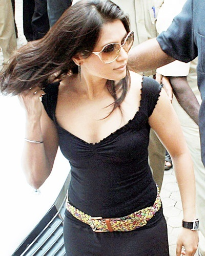 Rani Mukerji in sexy dress, Rani Mukerji hot, Rani Mukerji in black sexy dress