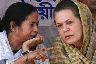 Photo: Prime Minister Manmohan Singh firm on reforms, Mamata Banerjee plays spoilsport http://t.in.com/0r2N