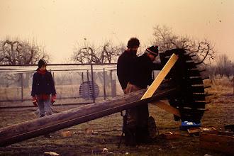 Photo: Het maken van de nestpalen door de leden van de werkgroep Ooievaars. Op deze foto waarschijnlijk Henk Blokland en links staat Herman Vos. De foto is van eind jaren '70.