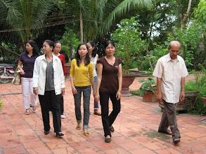 Photo: Hàng trước: K. Dung (CN2), Diễm (con Xuyến), N. Xuyến, Thầy Công Hàng sau: V. Ánh, N. Ánh (CN2), Ly