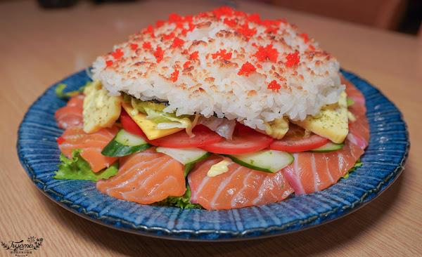 浮誇系超大鮭魚米漢堡,比手還大竟然只要280元,五十一番隱藏版料理