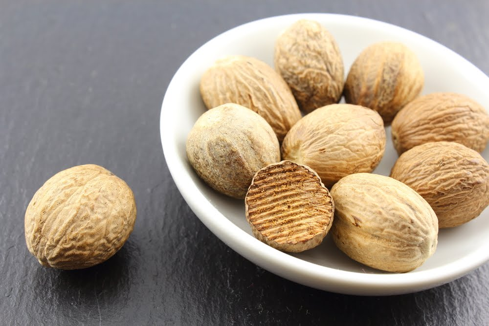 How To Use a Pinch of Nutmeg to Fight Insomnia and Sleep Problems