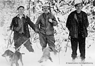 Photo: Västantorp 1940. fr v Levi, Anders och Gustaf Eriksson