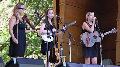 Photo: I'm With Her - Sara Watkins, Sarah Jarosz and Aoife O'Donovan