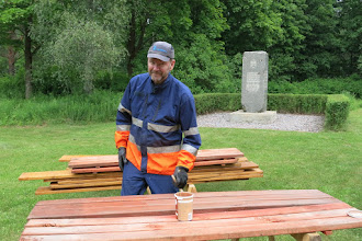 Photo: Erkki Eskola maalarin hommissa