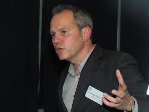 """Photo: Christoph Lixenfeld stellte beim Jahresempfang der Stiftung Gesundheit 2012 die Ziele der Bundesinitiative """"Daheim statt Heim"""" vor."""