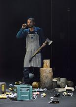 """Photo: EISWIND von Arpad Schilling - ein """"Anti-Orban-Projekt im Wiener Akademietheater. Premiere am 25.5.2016. Inszenierung: Arpad Schilling. Zoltan Nagy.  Copyright: Barbara Zeininger"""