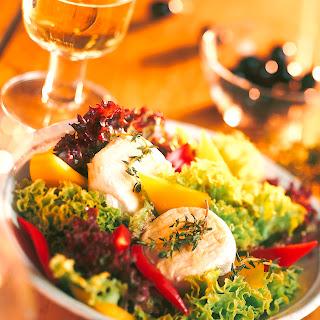 Salat aus Ziegenkäse, Honig und Thymian