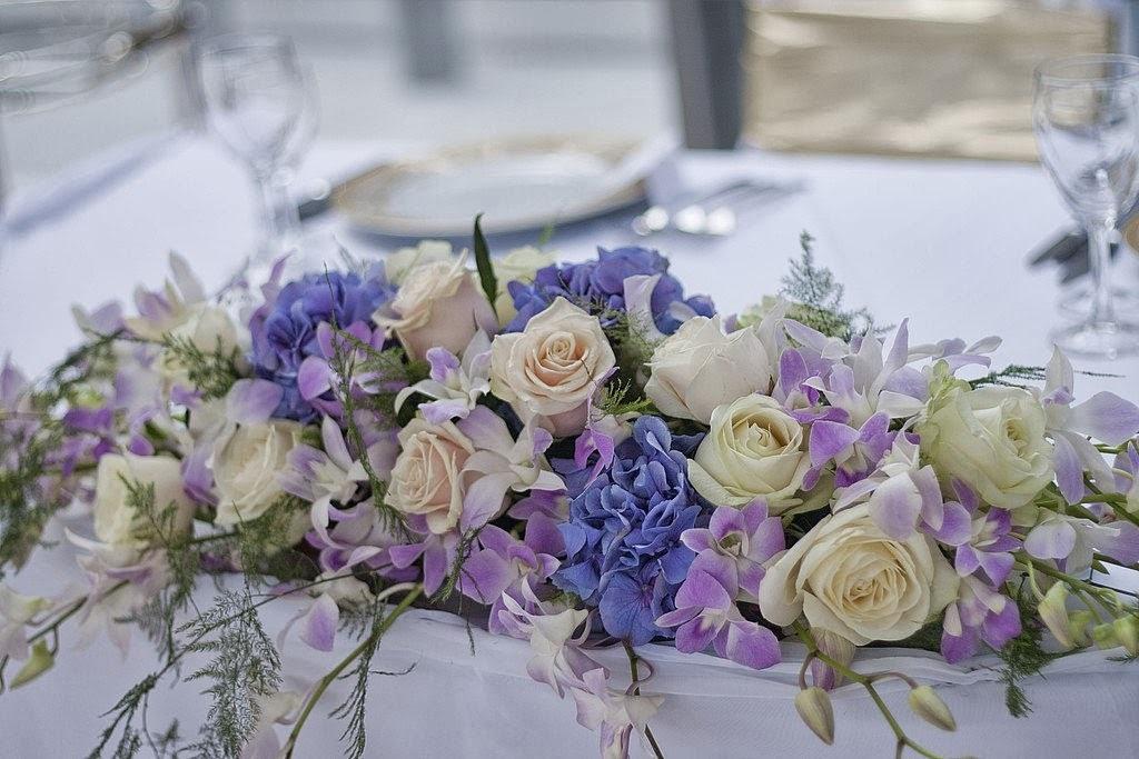 Цветы, букет для украшения свадебного стола фото