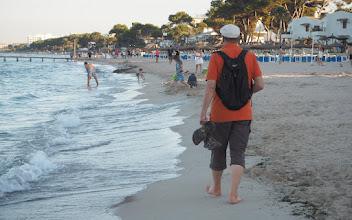 Photo: Turisti intoutuu kahlaamaan